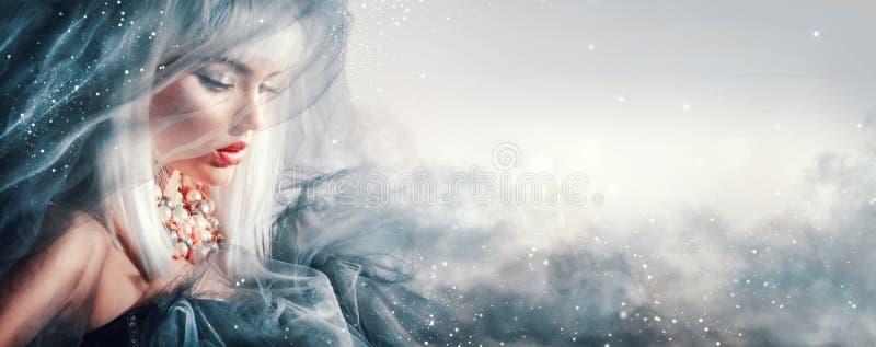 αναδρομική γυναίκα ΧΧ αναθεώρησης s πορτρέτου αιώνα ομορφιάς 20 Χειμώνας makeup και hairstyle στοκ φωτογραφίες