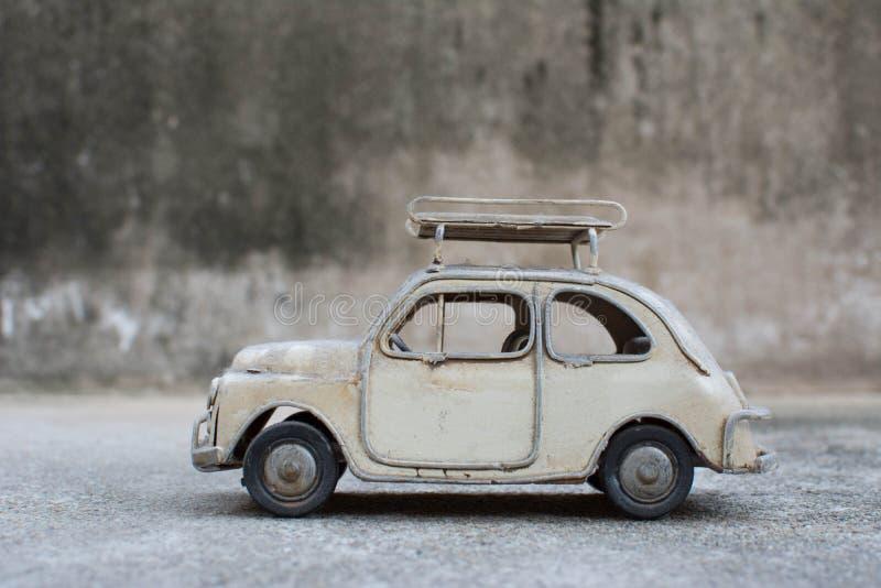 ΑΝΑΔΡΟΜΙΚΟ κλασικό πρότυπο αυτοκινήτων στοκ εικόνα με δικαίωμα ελεύθερης χρήσης