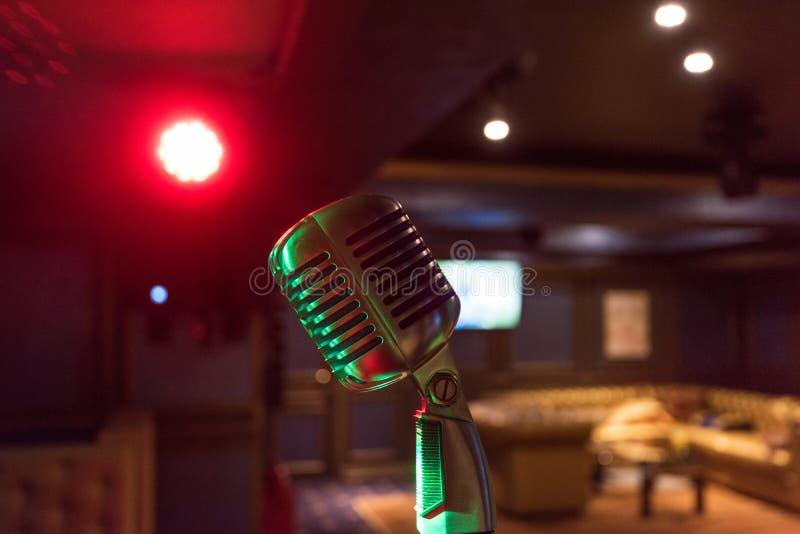 Αναδρομικό μικρόφωνο μουσικής στοκ φωτογραφία με δικαίωμα ελεύθερης χρήσης