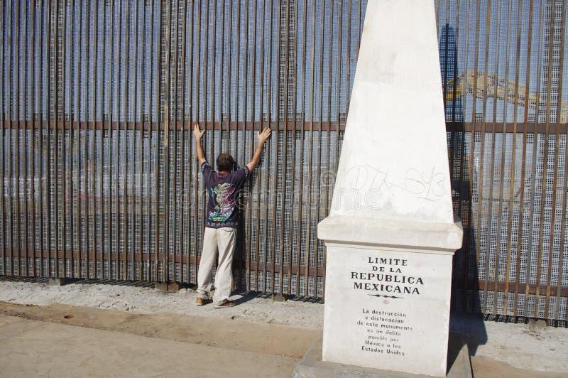 Αναζήτηση ασφάλειας στα μεξικάνικα σύνορα στοκ φωτογραφίες