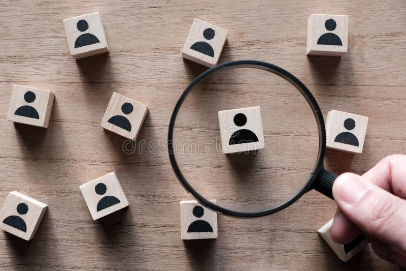 Αναζήτηση του ταλέντου ή της έρευνας του υπαλλήλου στοκ εικόνες με δικαίωμα ελεύθερης χρήσης