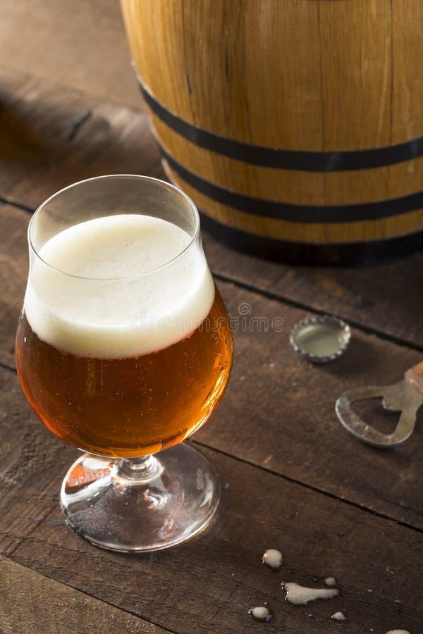 Αναζωογονώντας ηλικίας βαρέλι μπύρα μπέρμπον στοκ εικόνα