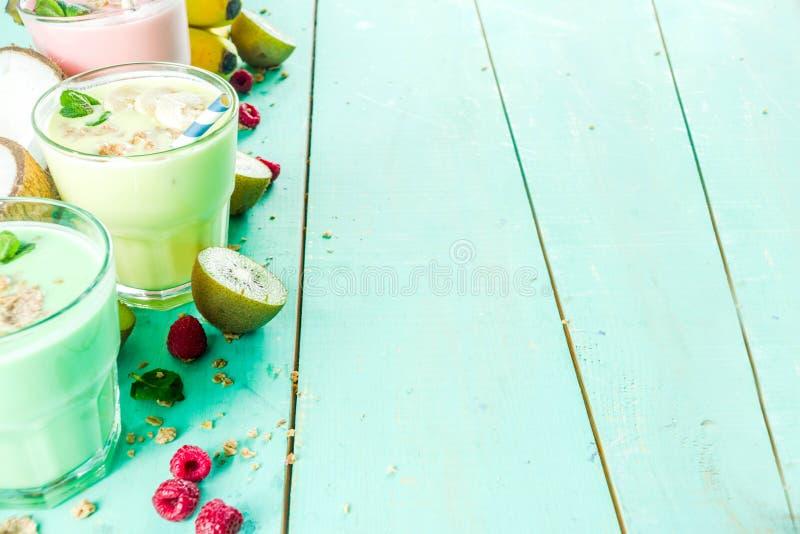 Αναζωογόνηση milkshakes ή καταφερτζήδες στοκ φωτογραφία