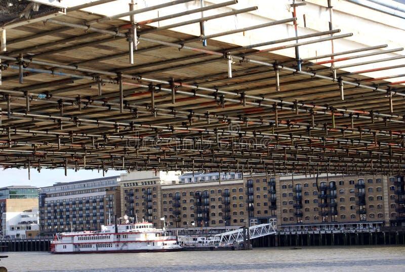 Ανακαίνιση της γέφυρας πύργων, ποταμός Τάμεσης, Λονδίνο, Αγγλία στοκ εικόνα με δικαίωμα ελεύθερης χρήσης