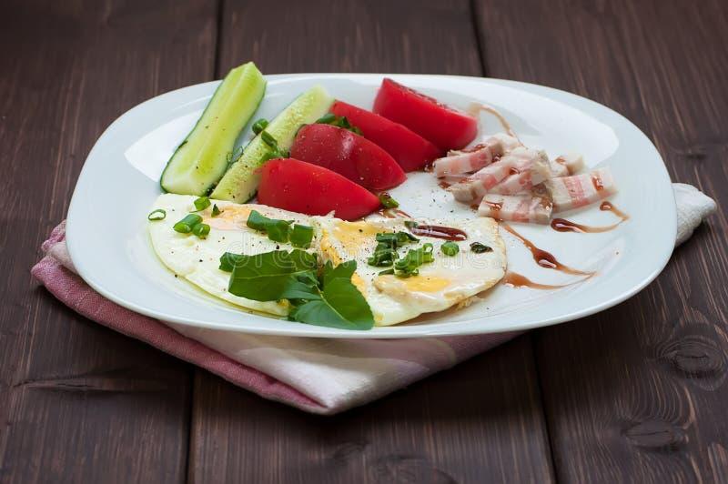 Ανακατωμένα αυγά και λαχανικά στοκ φωτογραφίες