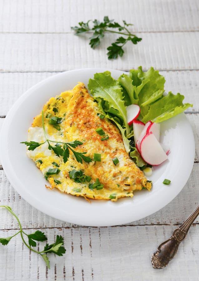 Ανακατωμένα αυγά με τα ραδίκια στοκ φωτογραφία με δικαίωμα ελεύθερης χρήσης