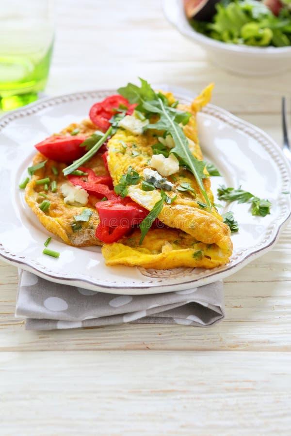 Ανακατωμένα αυγά με το τυρί και τα λαχανικά στοκ εικόνα με δικαίωμα ελεύθερης χρήσης