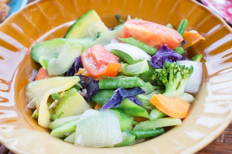 Ανακατώνω-τηγανισμένα λαχανικά και χορτάρι στοκ εικόνες με δικαίωμα ελεύθερης χρήσης