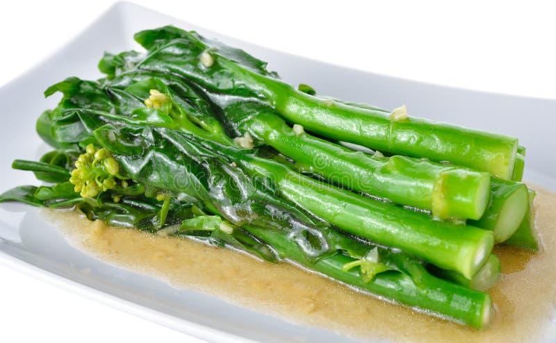 Ανακατώνω-τηγανισμένο κινεζικό κατσαρό λάχανο με τη σάλτσα στρειδιών στοκ φωτογραφίες με δικαίωμα ελεύθερης χρήσης