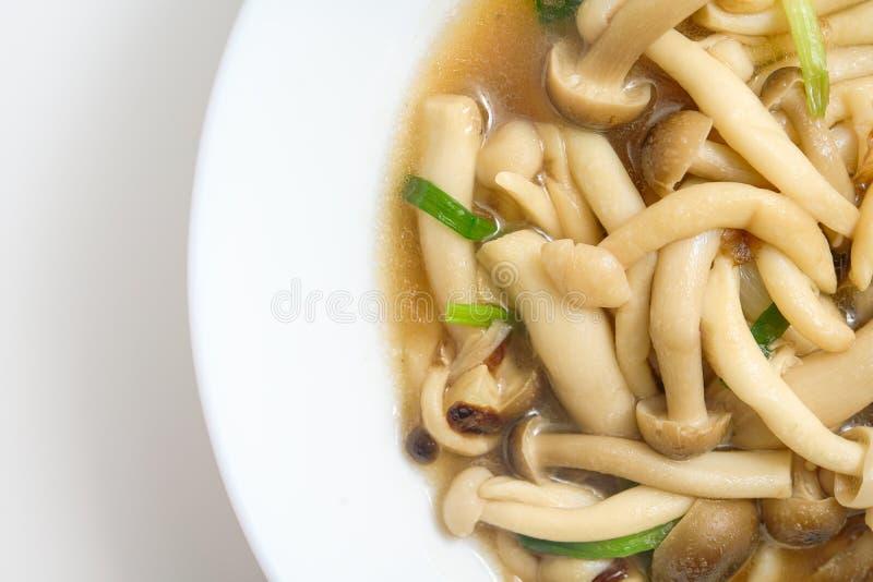 Ανακατώνω-τηγανισμένο μανιτάρι με τη σάλτσα στρειδιών στοκ φωτογραφία