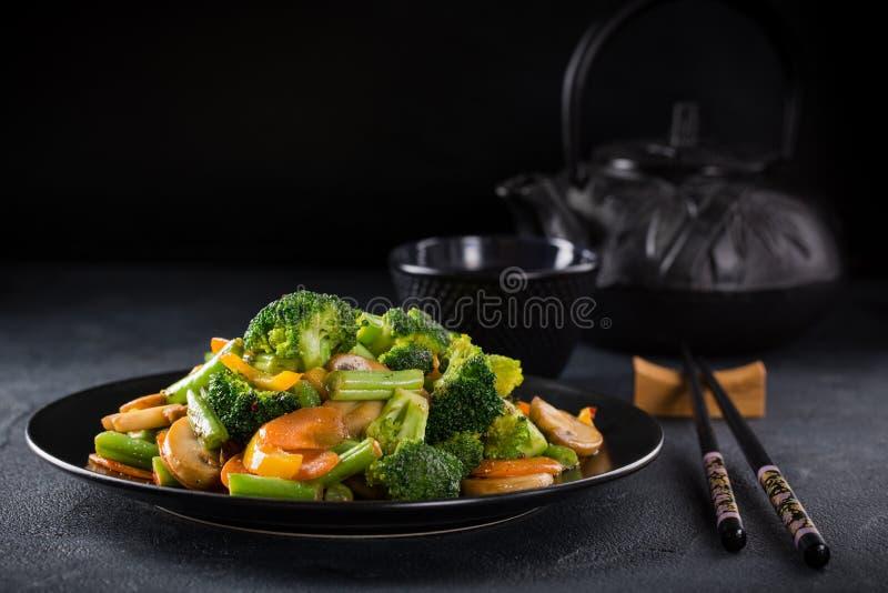 Ανακατώστε τα τηγανισμένα λαχανικά στοκ φωτογραφία