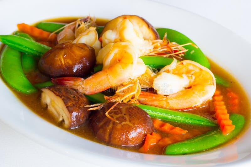 Ανακατώστε το μικτό λαχανικό στη σάλτσα στρειδιών στοκ εικόνες