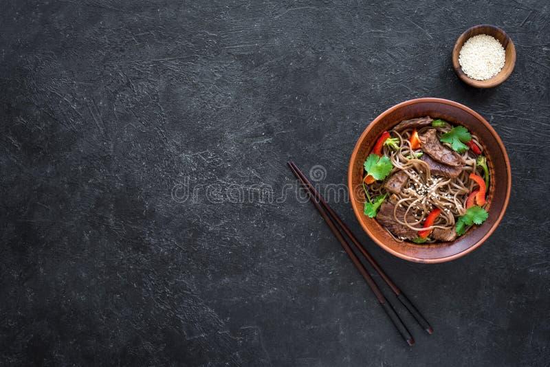 Ανακατώστε το τηγανισμένα soba και το βόειο κρέας στοκ φωτογραφία με δικαίωμα ελεύθερης χρήσης