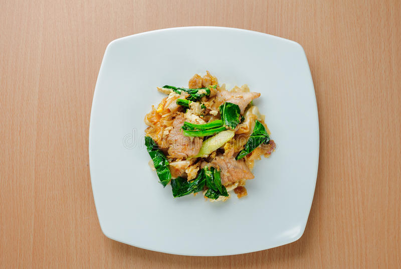 Ανακατώστε το τηγανισμένο επίπεδο νουντλς με το χοιρινό κρέας & x28 Γεμίστε το EW SE moo& x29  στοκ φωτογραφία με δικαίωμα ελεύθερης χρήσης