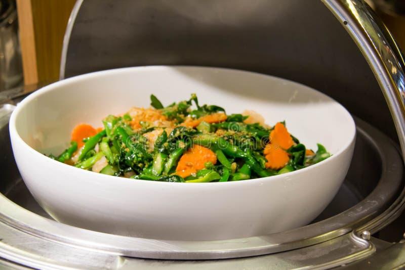 Ανακατώστε το τηγανισμένο μικτό λαχανικό με τη σάλτσα στρειδιών στοκ φωτογραφία