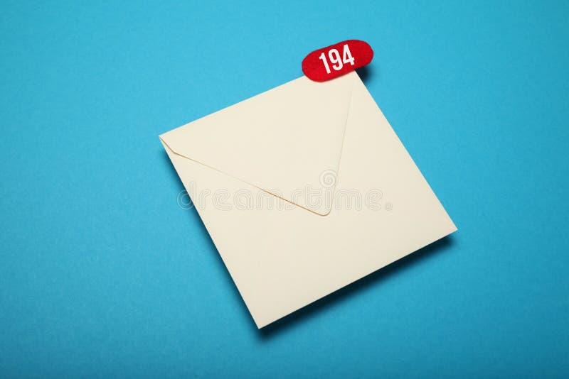 Ανακοίνωση, συνομιλία επικοινωνίας Παραδώστε την αλληλογραφία ηλεκτρονικού ταχυδρομείου στοκ φωτογραφίες με δικαίωμα ελεύθερης χρήσης
