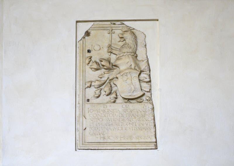 Ανακούφιση ενός εραλδικού λιονταριού με την κορώνα και του σταυρού σε έναν τοίχο Refectory στη Σάντα Μαρία delle Grazie, Μιλάνο,  στοκ εικόνες