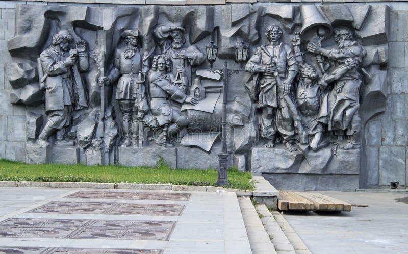 Ανακούφιση μνημείων -μνημείο-bas η γέννηση της πόλης, οι ιδρυτές της πόλης Yekaterinburg στοκ φωτογραφία με δικαίωμα ελεύθερης χρήσης