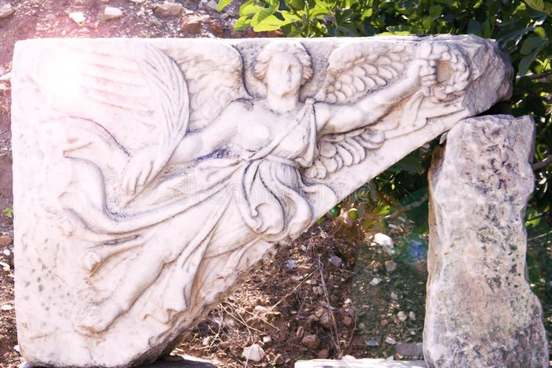 Ανακούφιση της Nike, φτερωτή, θεά της νίκης σε αρχαίο Ephesus στοκ εικόνα