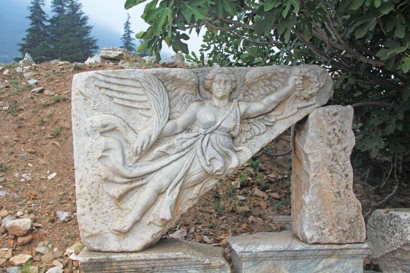 Ανακούφιση Bas της φτερωτής θεάς Nike σε Ephesus, Τουρκία στοκ εικόνα