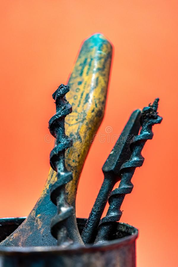 Ανακυκλωμένος τοίχος και παλαιά εργαλεία που λειτουργούν εμείς ll στοκ φωτογραφίες με δικαίωμα ελεύθερης χρήσης