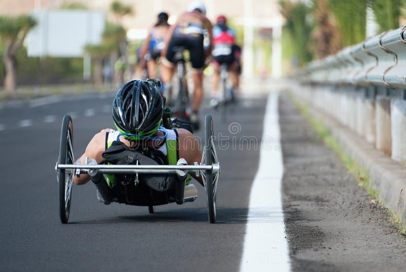 Ανακυκλώνοντας συμμετέχων φυλών φυλών αναπηρικών καρεκλών triathlon στοκ εικόνες με δικαίωμα ελεύθερης χρήσης