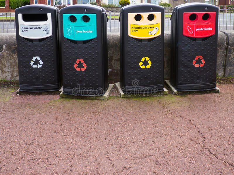 ανακύκλωση δοχείων στοκ εικόνα