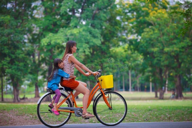 ανακύκλωση ποδηλάτων στοκ εικόνες