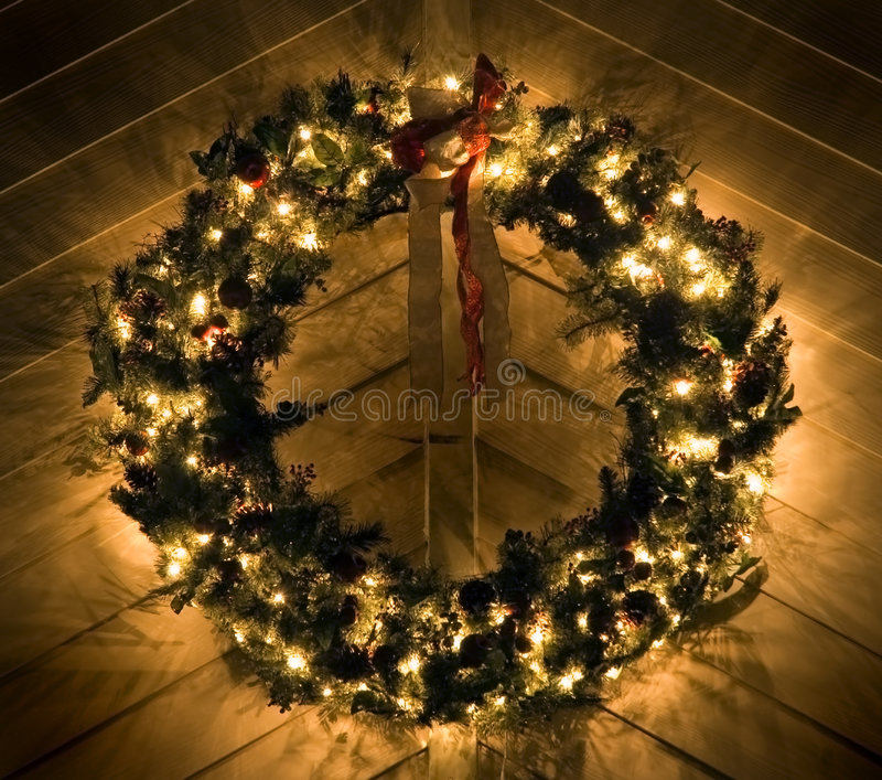 αναμμένο Χριστούγεννα στεφάνι