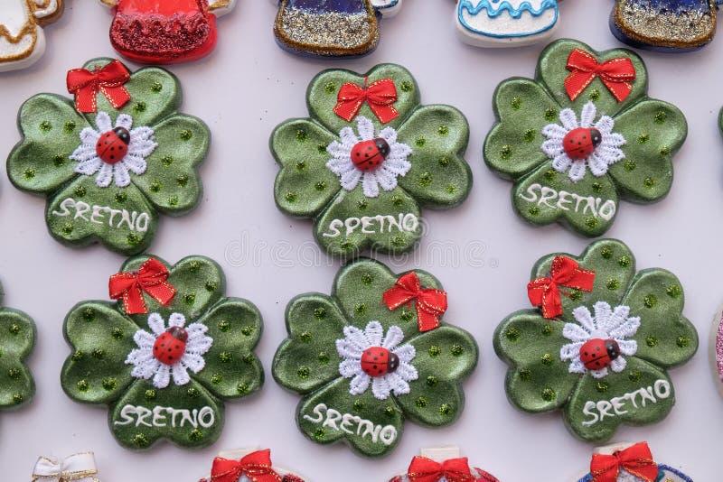 Αναμνηστικά στο στάβλο με τις διακοσμήσεις για τις χειμερινές διακοπές στην παραδοσιακή ετήσια αγορά Χριστουγέννων στο Ζάγκρεμπ στοκ εικόνα