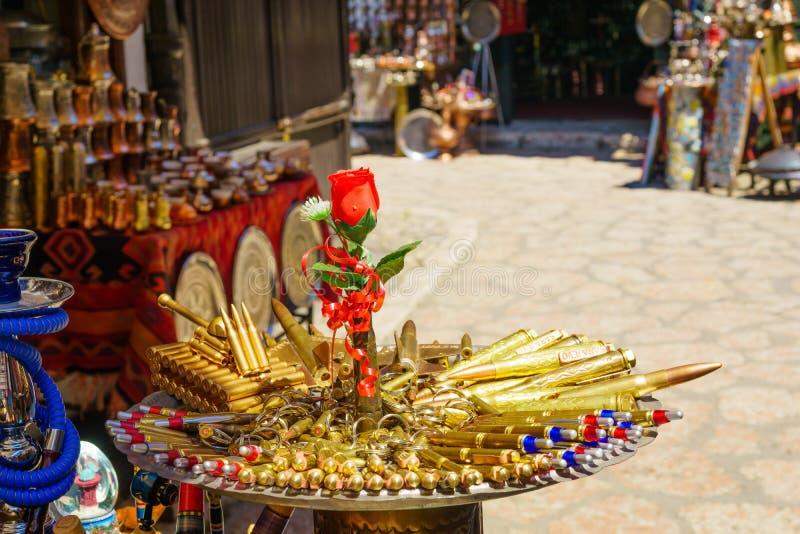 Αναμνηστικά σφαιρών στην πώληση στο Σαράγεβο στοκ φωτογραφία