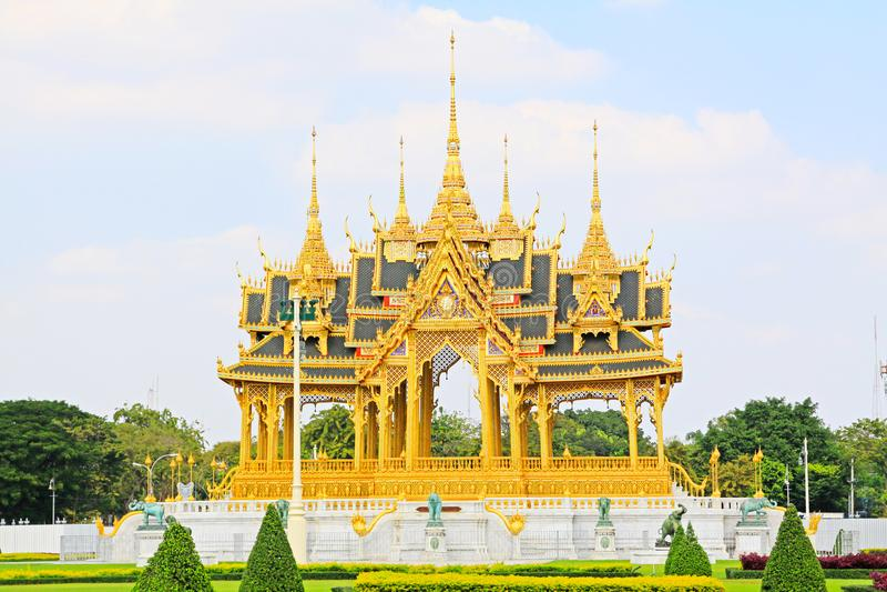 Αναμνηστικές κορώνες του Auspice στην αίθουσα θρόνων Ananta Samakhom, Μπανγκόκ, Ταϊλάνδη στοκ φωτογραφία με δικαίωμα ελεύθερης χρήσης