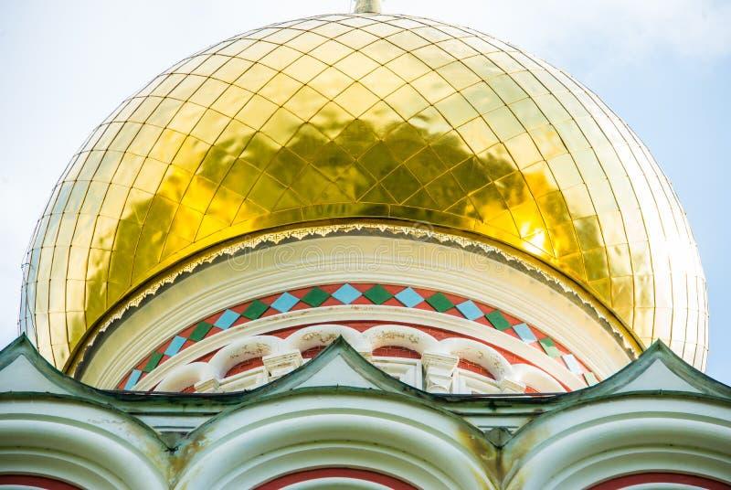 Αναμνηστική εκκλησία Shipka στη Βουλγαρία - κλείστε αυξημένος των χρυσών στοιχείων στοκ εικόνα με δικαίωμα ελεύθερης χρήσης