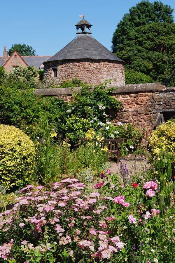 Αναμνηστικοί κήποι σε Dunster, Somerset, UK στοκ φωτογραφία