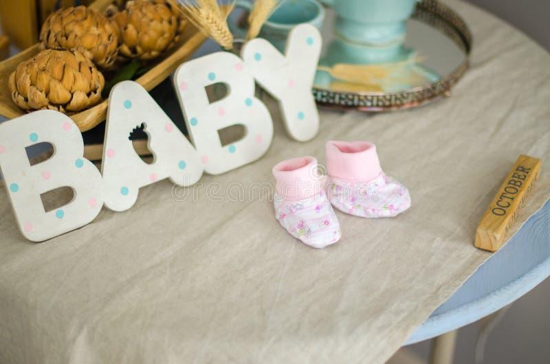 Αναμονή τη γέννηση του παιδιού στοκ φωτογραφία με δικαίωμα ελεύθερης χρήσης