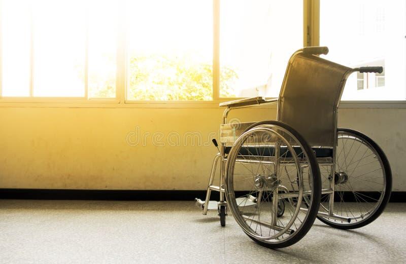 Αναπηρικές καρέκλες στο νοσοκομείο στοκ εικόνα με δικαίωμα ελεύθερης χρήσης