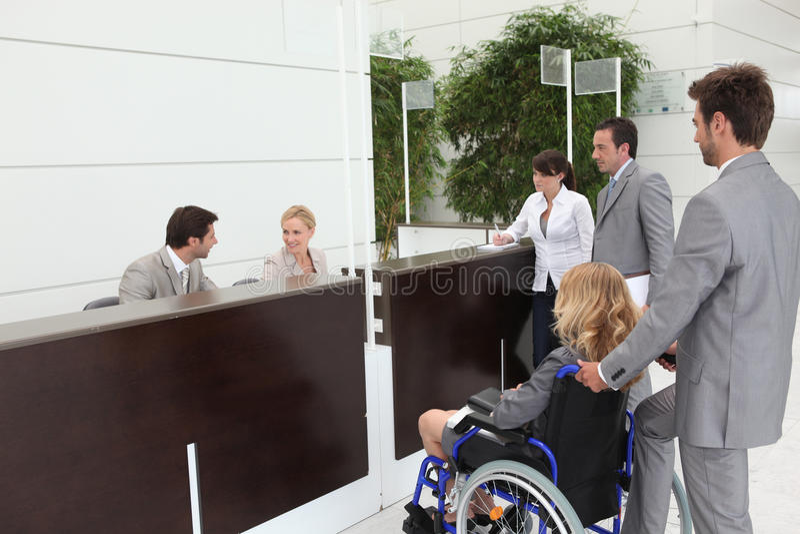 αναπηρική καρέκλα επιχειρηματιών στοκ εικόνες