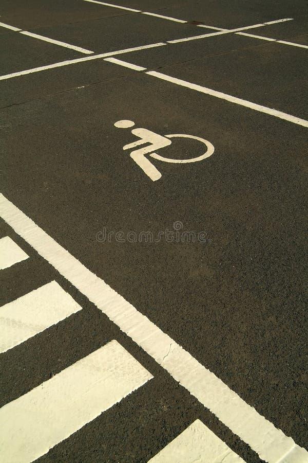 αναπηρική καρέκλα σημαδιώ&nu στοκ εικόνες με δικαίωμα ελεύθερης χρήσης