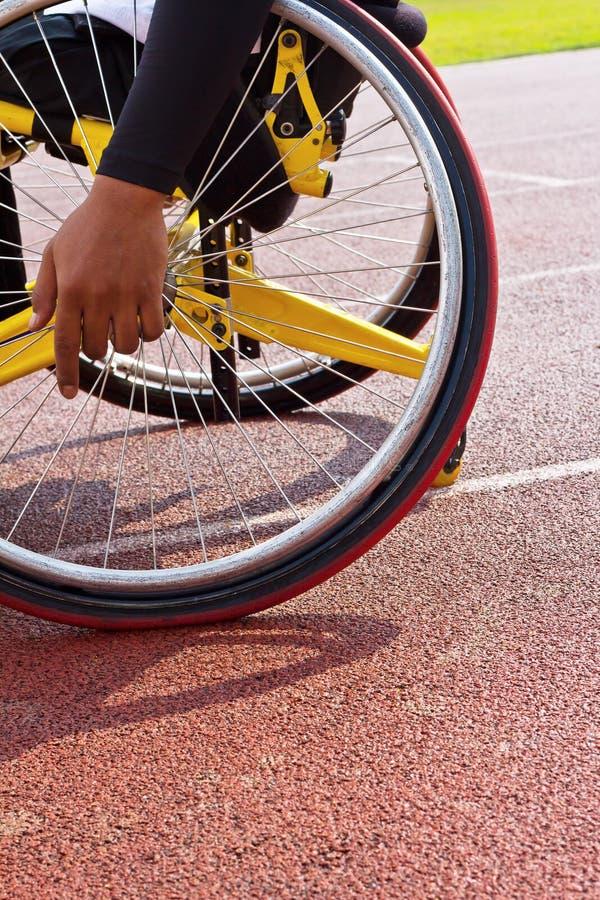 αναπηρική καρέκλα φυλών στοκ εικόνα