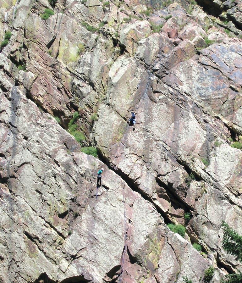 αναρρίχηση της παρέκκλισης βράχου προσώπου στοκ εικόνα