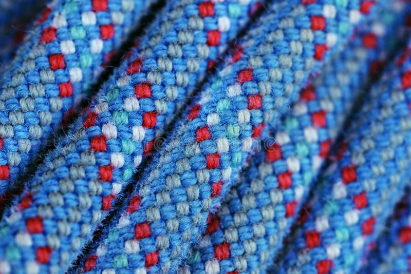 Αναρρίχηση του μπλε και κόκκινου χρώματος σύστασης σχοινιών στοκ εικόνες