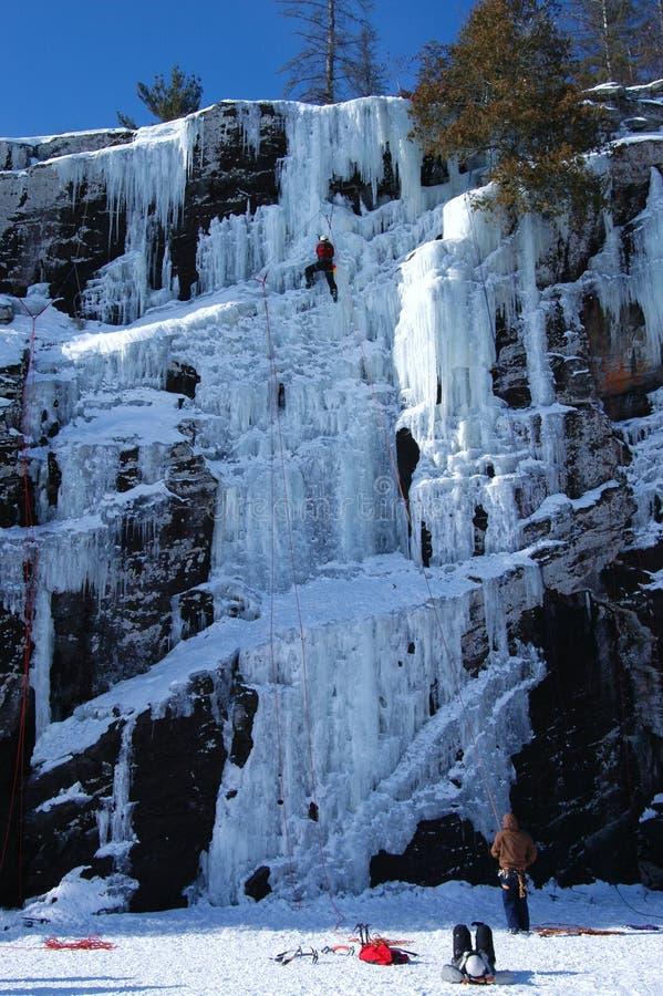 αναρρίχηση του πάγου στοκ εικόνα με δικαίωμα ελεύθερης χρήσης