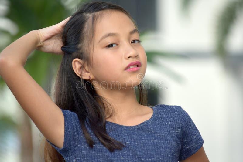 Αναρωμένος νεανικός ασιατικός έφηβος κοριτσιών στοκ εικόνες