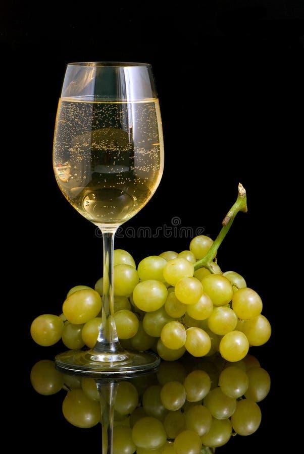 ανασκόπησης μαύρο wineglass κρασ&iot στοκ φωτογραφίες με δικαίωμα ελεύθερης χρήσης