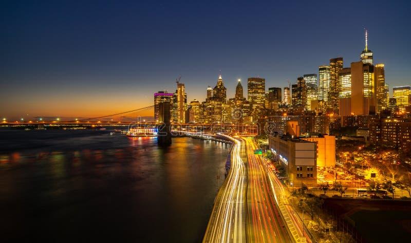 ανασκόπησης μπλε κτηρίων πόλεων υψηλός ορίζοντας Υόρκη ουρανού του Μανχάτταν νέος στοκ εικόνα