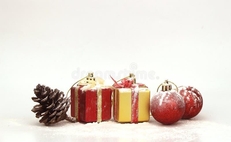 Download Ανασκόπηση με τη διακόσμηση Χριστουγέννων Στοκ Εικόνες - εικόνα από διακοπές, μαγικός: 62713052