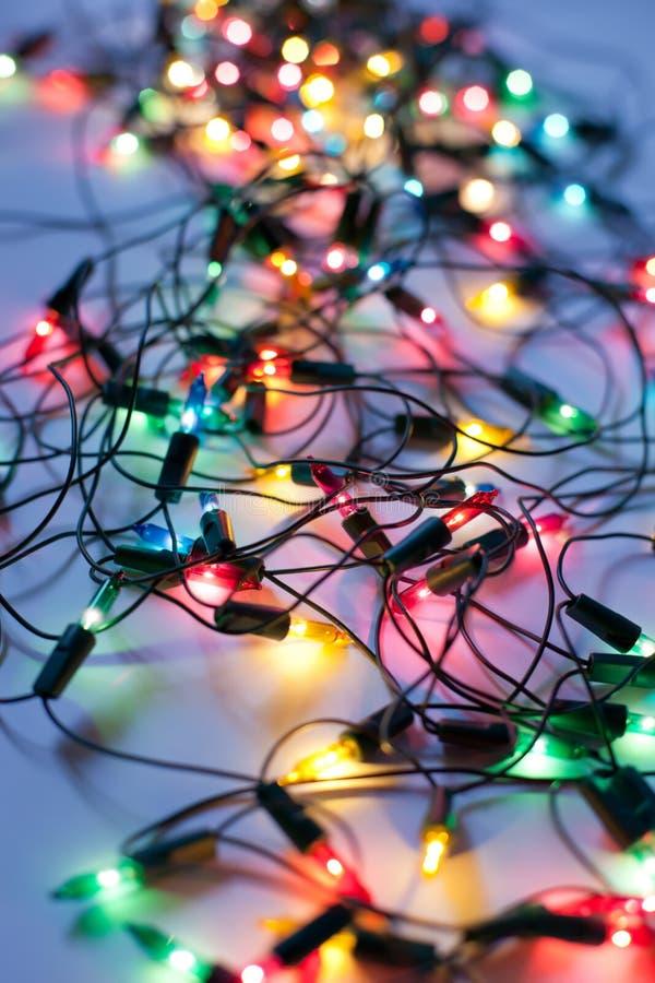 Ανασκόπηση των ζωηρόχρωμων φω'των Χριστουγέννων στοκ φωτογραφία
