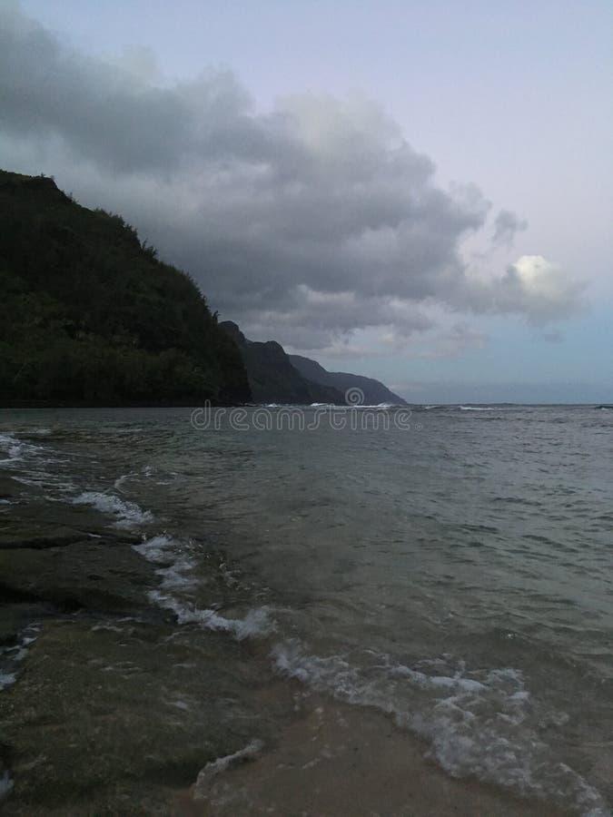 Ανατολή επάνω από την ακτή Napali - δείτε από την παραλία της KE ` ε Kauai στο νησί στη Χαβάη στοκ εικόνες