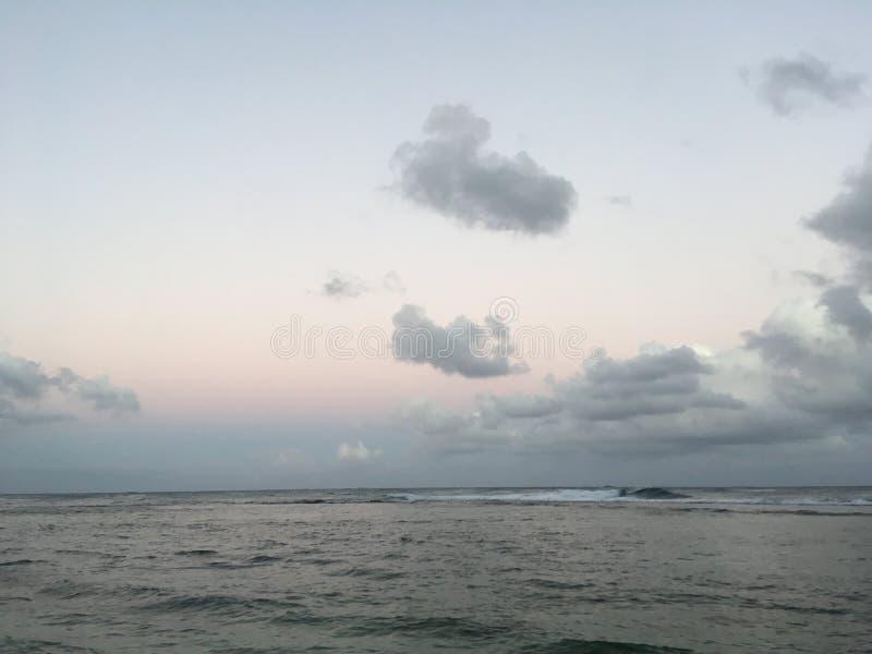 Ανατολή επάνω από την ακτή Napali - δείτε από την παραλία της KE ` ε Kauai στο νησί στη Χαβάη στοκ εικόνες με δικαίωμα ελεύθερης χρήσης