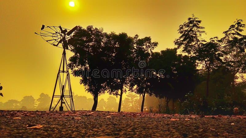 Ανατολή και χρυσός ουρανός στοκ εικόνες με δικαίωμα ελεύθερης χρήσης